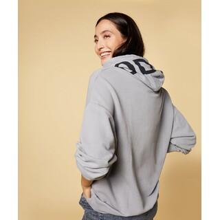 Oversized hoodie logo